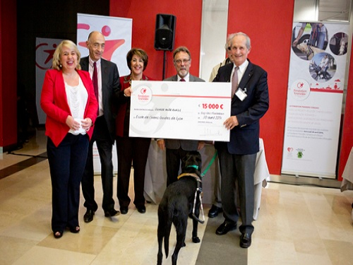 Remise cheque associations par la Fondation Transdev