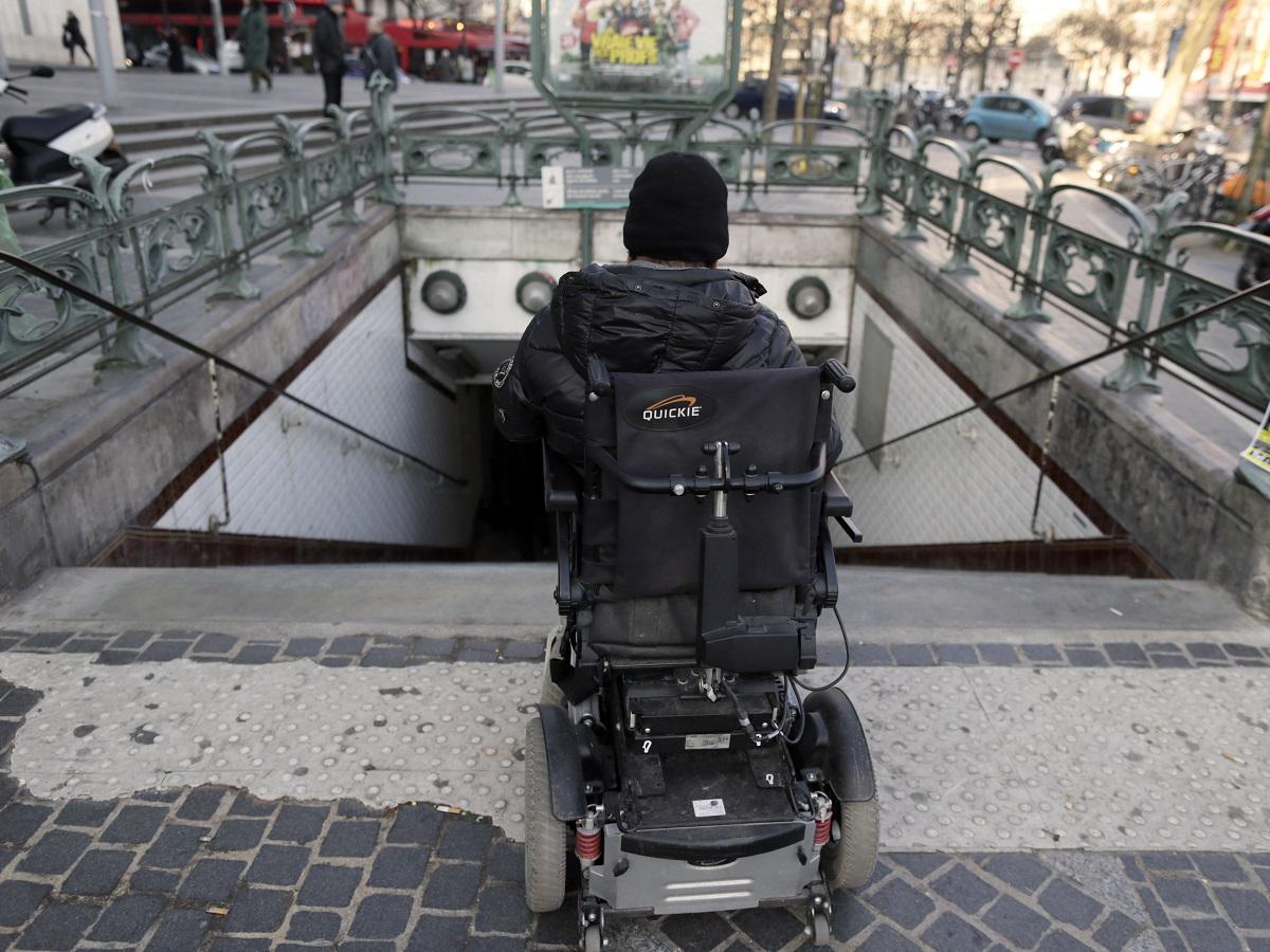 """Résultat de recherche d'images pour """"metro handicap paris"""""""