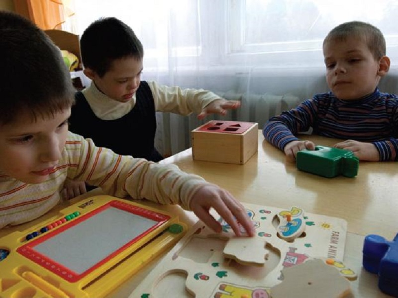 Des enfants handicapes en situation de handicap mental