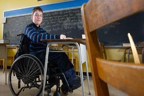 Samuel huppé un jeune eleves en situation de handicap moteur 4fecd